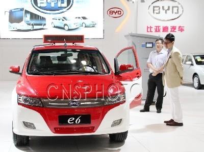 比亚迪E6新能源汽车-国产多款新能源汽车亮相2011中日绿色博览会高清图片