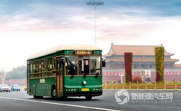 """银隆新能源生产的观光车成为北京街头一景   去年10月,在北京举办的""""2015全球新能源企业500强发布会暨新能源发展论坛""""上,珠海银隆新能源上榜全球新能源企业500强名单,并凭借领先的技术实力、强大的技术团队、创新的营销模式等优势获得""""自主创新奖""""和""""发展潜力奖""""两个奖项。   值得注意的是,银隆近年还全新打造了""""零价供车、十年租赁、十年质保、整车替换、四方共赢""""的创新商业模式,成功解决了批量投放纯电动"""
