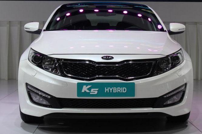 东风悦达起亚K5混合动力轿车