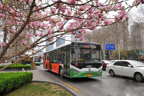 邯郸:21路银隆公交车为新能源推广作表率