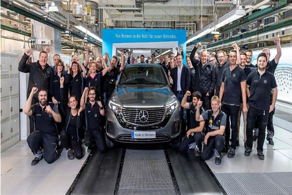 梅赛德斯-奔驰首款纯电动汽车EQC正式下线