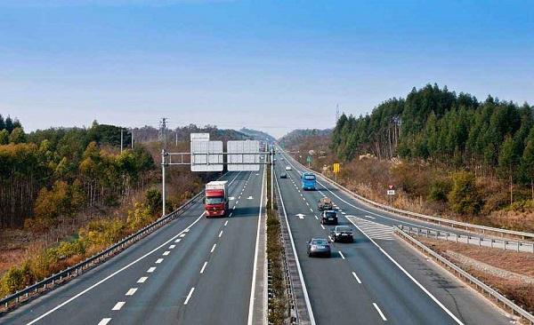 交通运输部:小型客车免收高速公路通行费延长至元宵节2月8日