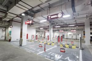 特斯拉最大V3超充站在沪开业 21个V3桩
