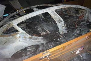 网传上海闵行区一辆特斯拉Model 3起火
