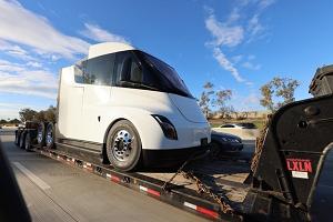 特斯拉Semi卡车预计下半年生产 搭载500kWh电池组