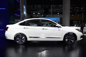 东风风神E70新增车型上市 售14.18万元