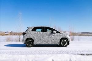 采用全新BYD标志/定位纯电小型车 比亚迪全新车型测试谍照