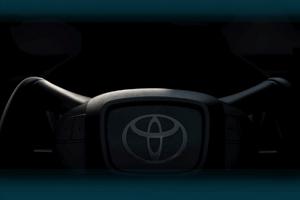 采用类似特斯拉Yoke方向盘 丰田全新纯电SUV内饰预告图