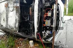 因底盘被磕碰所致 江苏南通一电动汽车发生自燃