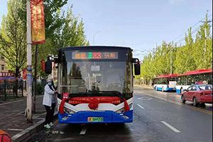 """化身""""绿色使者"""",银隆新能源公交驶入""""中国枫叶之都"""""""