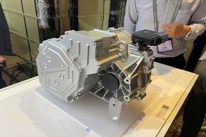 纬湃科技正式发布新一代电动轴驱EMR4系统