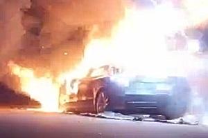 目前起火原因正在调查之中 美国加州一辆Model S起火