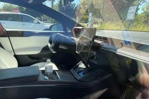 可向左右两侧旋转 特斯拉Model S可旋转式中控大屏曝光