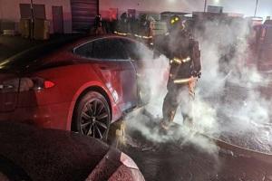 起火时未充电 美国一辆特斯拉Model S突发起火